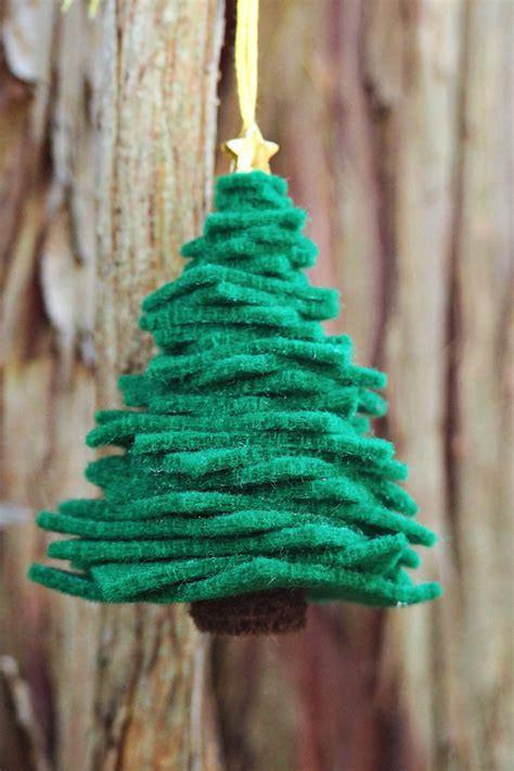 hello wonderful easy diy felt christmas tree ornament