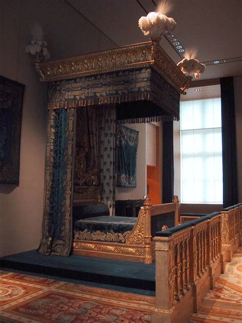 file king s bed at the louvre museum jpg wikimedia commons