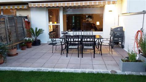 terrasse robinie terrasse mit sitzgelegenheit