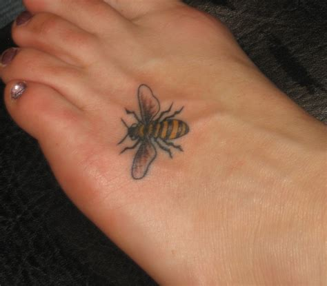 small bee tattoo small bee www imgkid the image kid has it