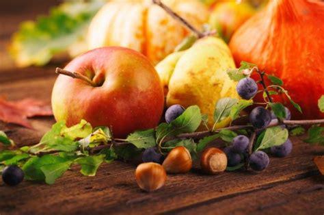 Wohnung Herbstlich Dekorieren by Herbstdekoration Dekorieren In Der Bunten Jahreszeit