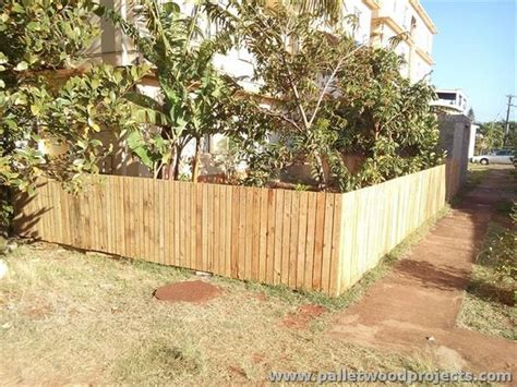 Pallet Garden Fence by Things To Make Out Of Pallets Pallet Wood Projects