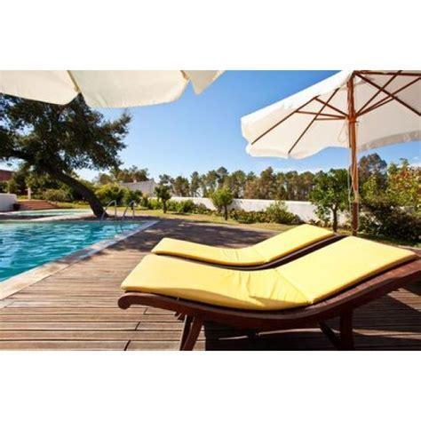 chaise longue piscine chaises longues de piscine d 233 tendez vous confortablement