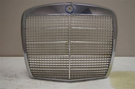 mercedes benz  se front grille chrome
