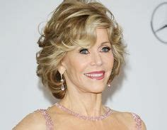 is jane fondas hair naturally curly jane fonda 77 looks years younger as she chats with