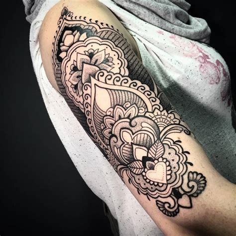 henna style upper arm tattoo on the right upper arm