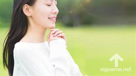 imagenes mujeres orando a dios sigueme network seguimos a jesus