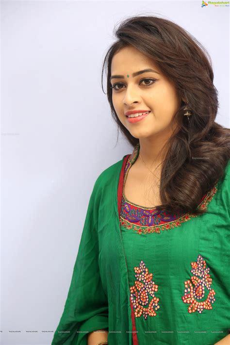 actress sri divya photos hd sri divya hd image 8 telugu movie actress photos