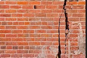 penyebab dinding rumah retak struktur