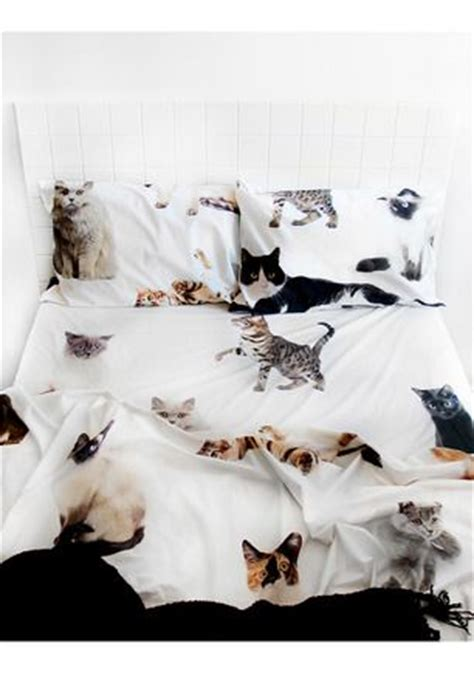cat bed sheets lifesize cat queen bed sheet set club of old volumes linen for the home pinterest
