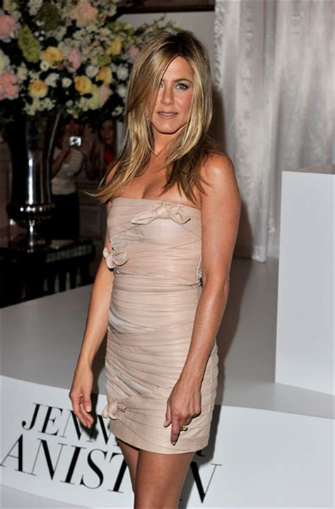Lepaparazzi News Update Aniston Tops Hairstyles Poll by Aniston Still Rocks The Hairstyle