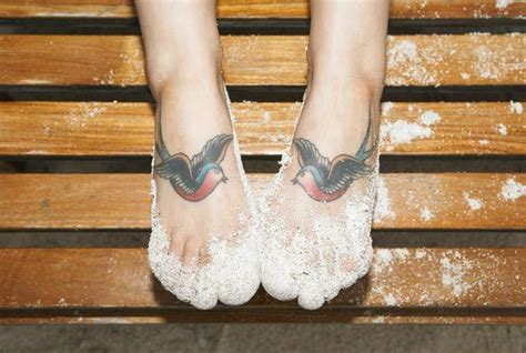 tattoo pain next day 10 things you should do after a foot tattoo next day