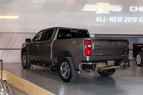 2019 Chevrolet Silverado by 2019 Silverado 1500 To Offer Four Different Tailgates Gm