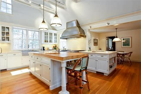 22 jaw dropping small kitchen designs cathedral ceilings free best ideas about cathedral