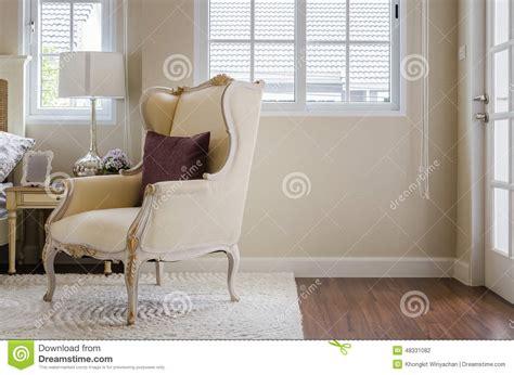 sedia da da letto sedia classica su tappeto con il cuscino in da