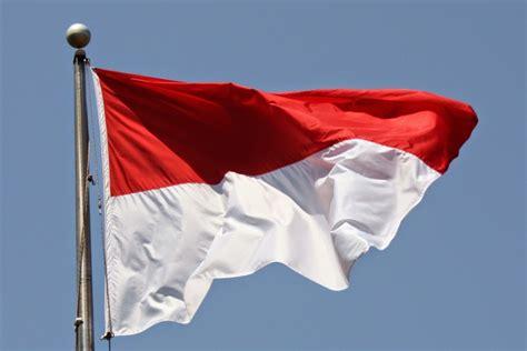 Bola Merah Putih insiden merah putih terbalik padahal bendera indonesia