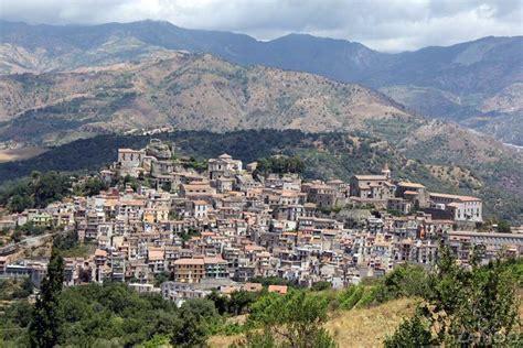 di sicilia castiglione di sicilia mountain town at the base of
