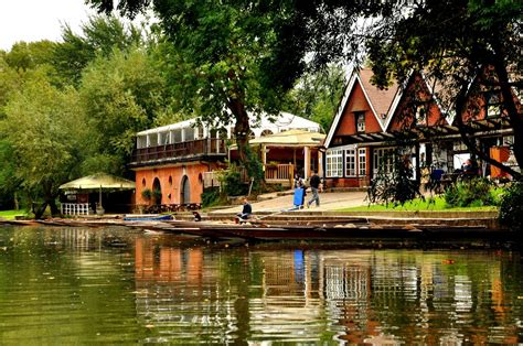 boat house oxford traditional punt boat hire at cherwell boathouse experience oxfordshire