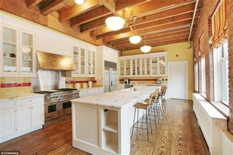 home kitchen star inside taylor swift s amazing rustic 20million nyc penthouse daily mail online