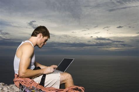 blogger traveller indonesia 3 travel blogger indonesia paling menarik untuk diikuti