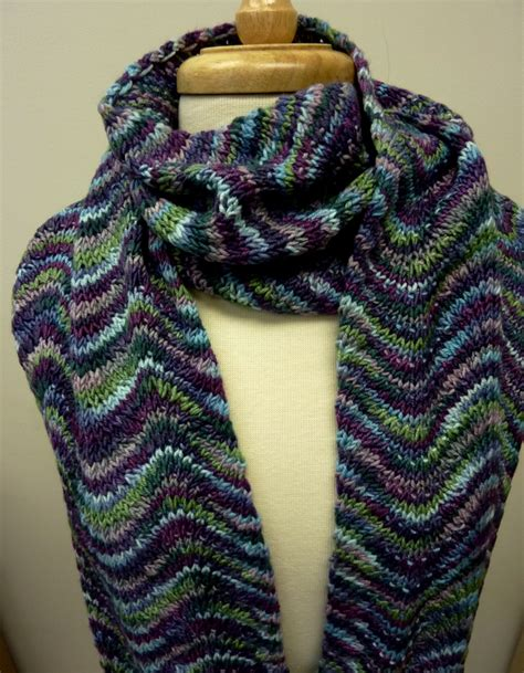 how to knit with two colors of yarn 2 color chevron scarf knitting projects yarns and