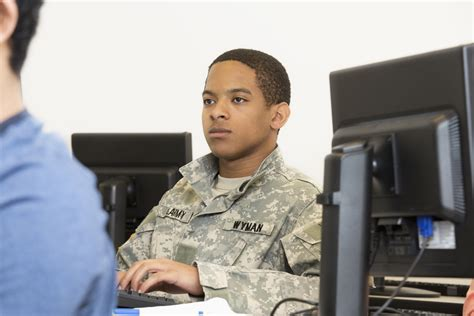 Gi Bill Mba by How Mba Applicants With Backgrounds Can Fund