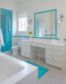 Bien Carrelage Taupe Salle De Bain #5: Rev%C3%AAtement-mural-salle-bain-bord-mer-mosaique-turquoise-peinture-blanche.jpg