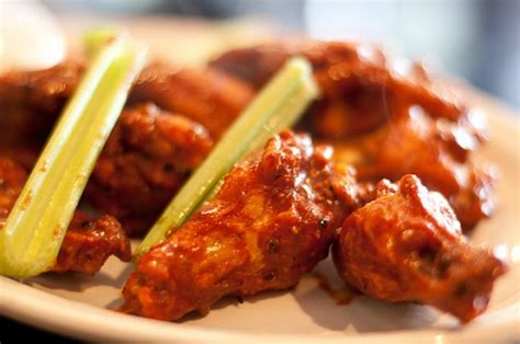 imagenes de hot wings buffalo chicken wings eating technique and sauce options