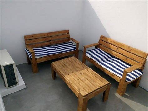 Couches Made From Pallets by Diy Outdoor Pallet Furniture For Terrace 99 Pallets