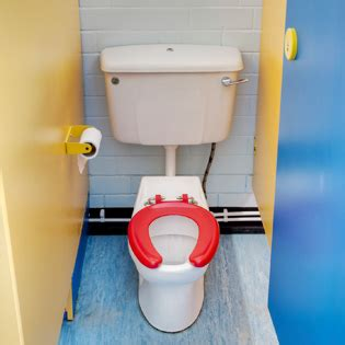 preschool bathroom accidents at school how to make your preschooler pals