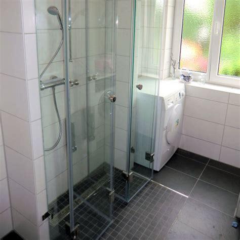duschabtrennung ebenerdig duschabtrennung glas satiniert grafffit