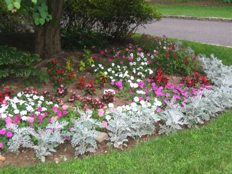 Ideas For Flower Beds by Cool Small Flower Beds Designs Best Ideas 9668