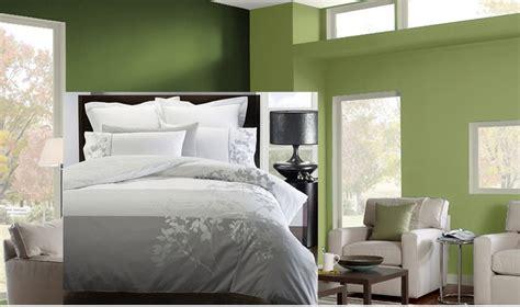 green walls  grey bedding     lot silver