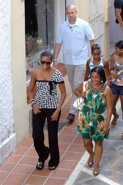 michelle obamas boyfriend sasha obama photos photos michelle obama and daughter