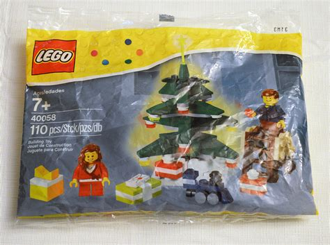 Lego 40058 Decorating The Tree Polybag bricks pix and panels lego review 40058 decorating the