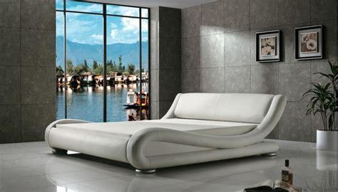 greatime  queen white vinyl contemporary platform bed