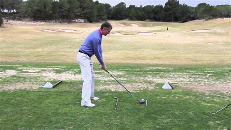correct golf swing golf tips find the correct swing path