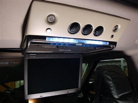 Deckenmonitor Auto by Einbau Von Multimedia Computer Und Monitore Im Auto