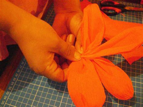 como hacer moo de papel crepe como hacer bolas de rosas con papel crepe todo