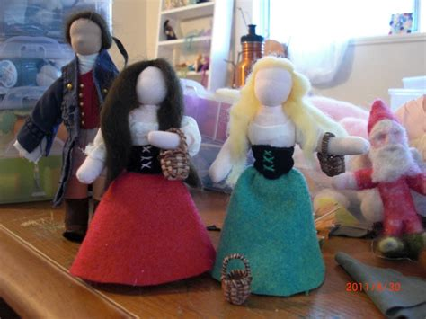 Handmade Puppet Theatre - preparation of snow white and puppet show