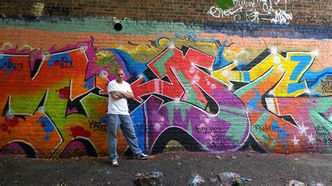 nyc graffiti artist dies electrocuted  subways  rail