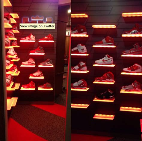 ohio state locker room lebron and ohio state buckeyes basketball players get new lebron xiiis in ohio state