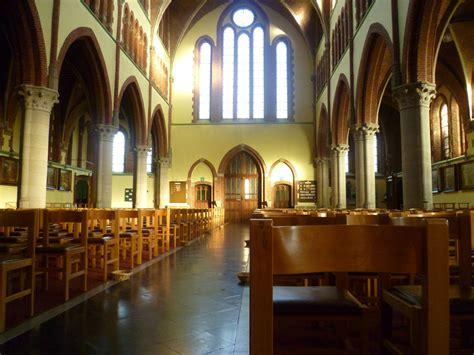 neogotisch interieur neogotisch interieur van de sint antoniuskerk