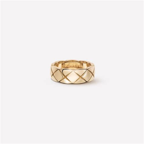 coco crush ring quilted motif ring small version in
