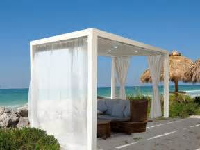 Form the breezy white curtains and roof offer it an attractive look