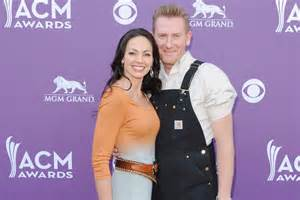 Popular rfd tv s rory feek s wife joey faces second round with cancer