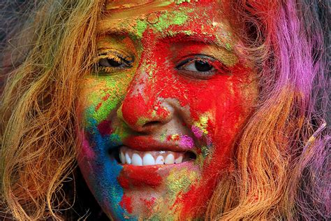 hindu color festival lovely photos of holi 2017 the riotous hindu festival of