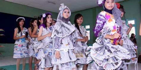 design gaun dari koran koran bekas bisa jadi baju woow keren smk negeri 5