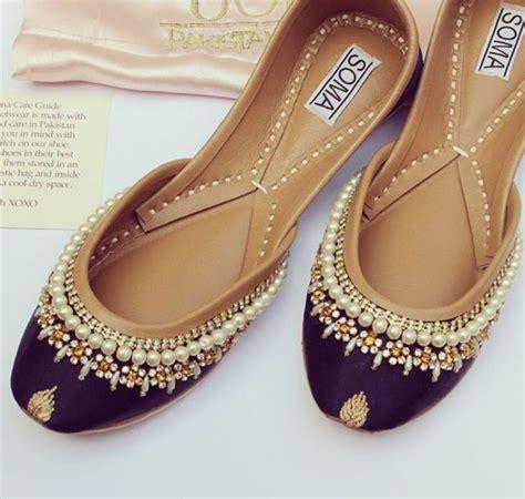 indian flat shoes 528 best punjabi jutti images on indian shoes