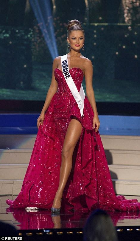 Miss Diana is crowned miss universe 2015 as manny